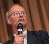 Robert Llewellyn was our afterdinner speaker